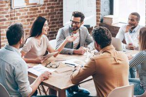 conversacion-entre-companeros-de-trabajo